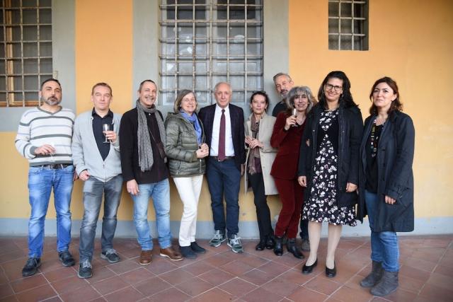 Andrea Giardina con il personale del SAET