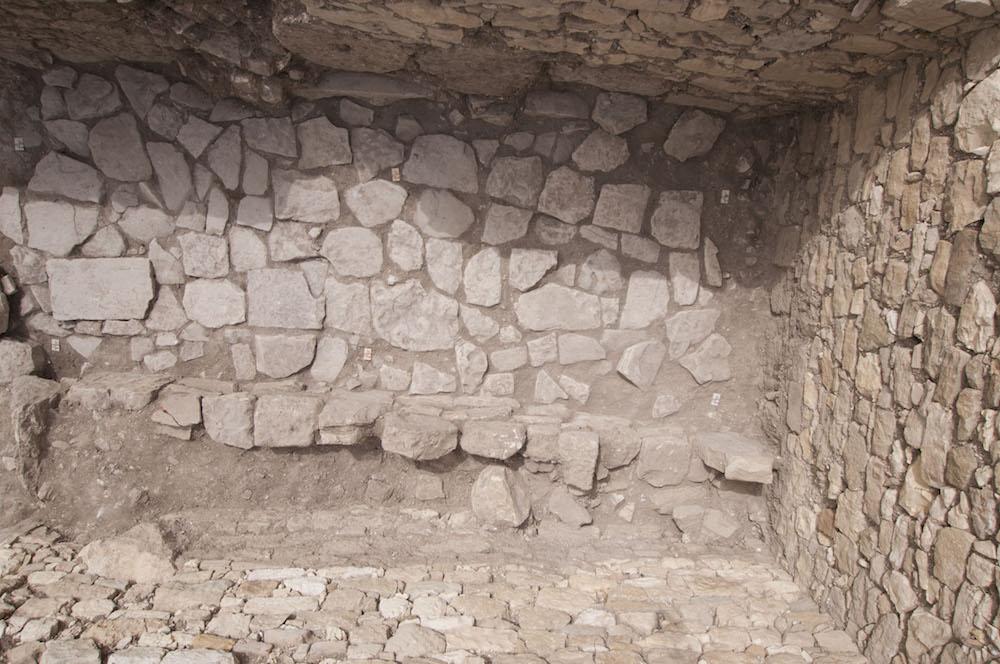 Scavo archeologico di Segesta. Foto effettuata con asta telescopica da terra.