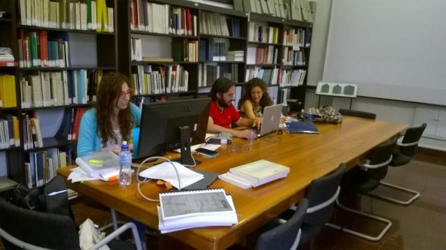 Studenti nella biblioteca del SAET